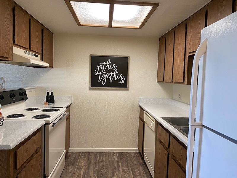 Kitchen | Falcon Glen Apartments in Arizona