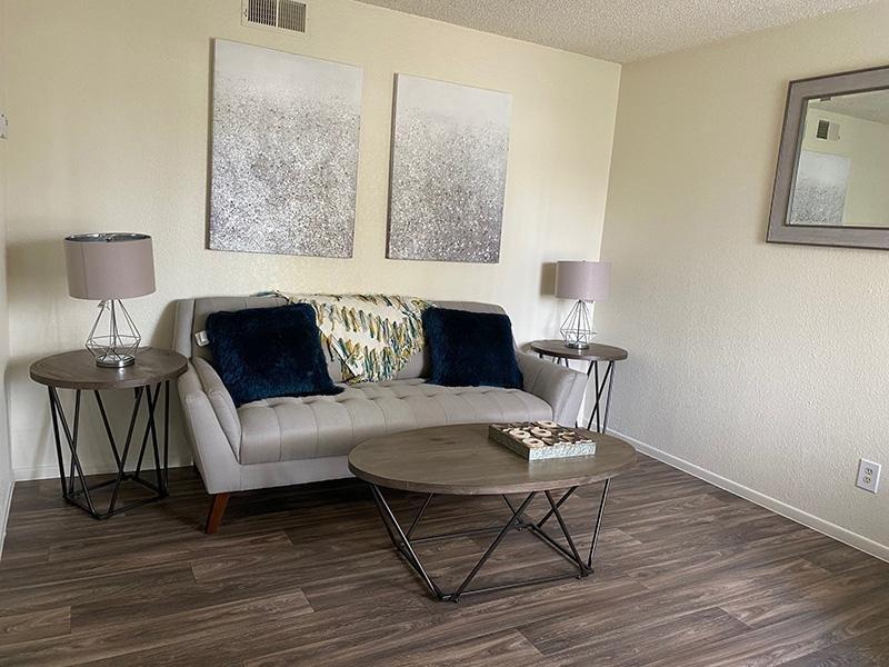 Living Room | Falcon Glen Apartments in Mesa