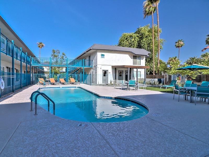 Pool | Plaza 550