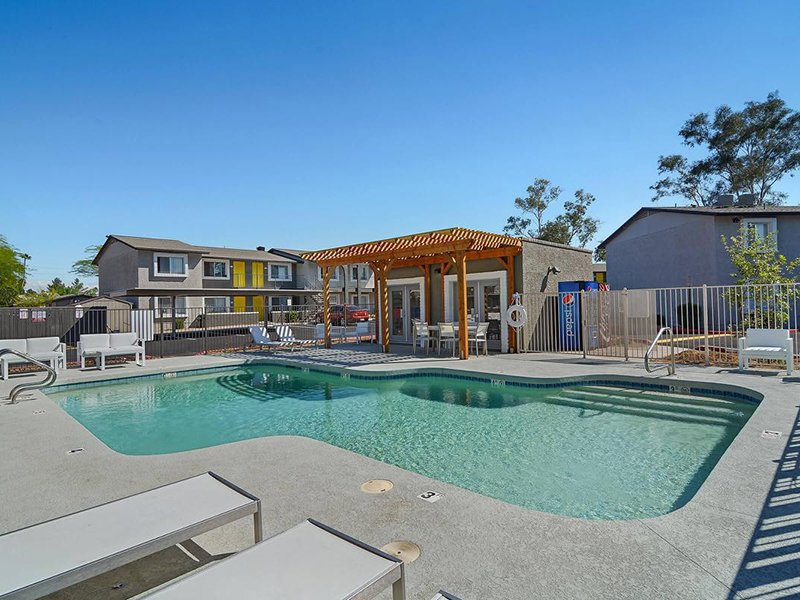 Swimming Pool | Seventeen 805 an Apartment Community