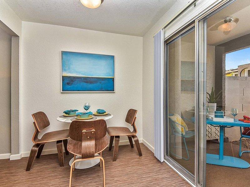 Dining Room | Seventeen 805 an Apartment Community