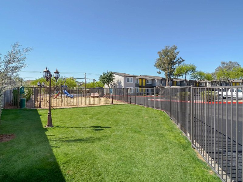 Pet Park | Seventeen 805 an Apartment Community