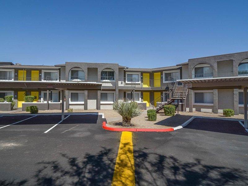 Apartment Exterior | Seventeen 805 an Apartment Community