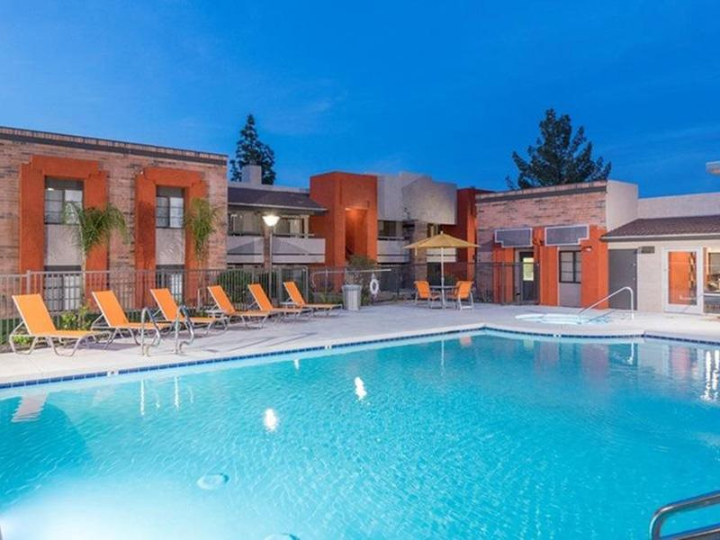 Pool | Aria on Mill