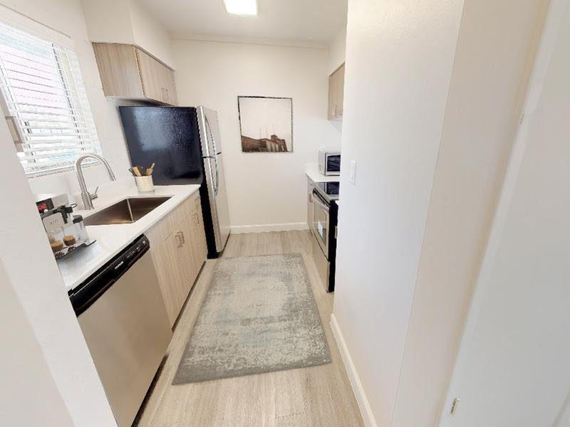 2x2 Kitchen | Avalon Apartments in Phoenix, AZ