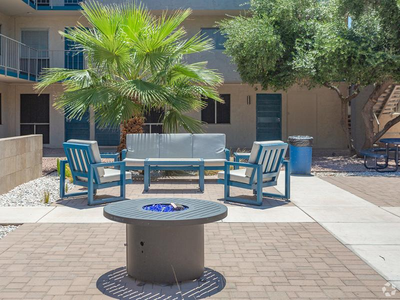 Outdoor Lounge | Avalon Apartments