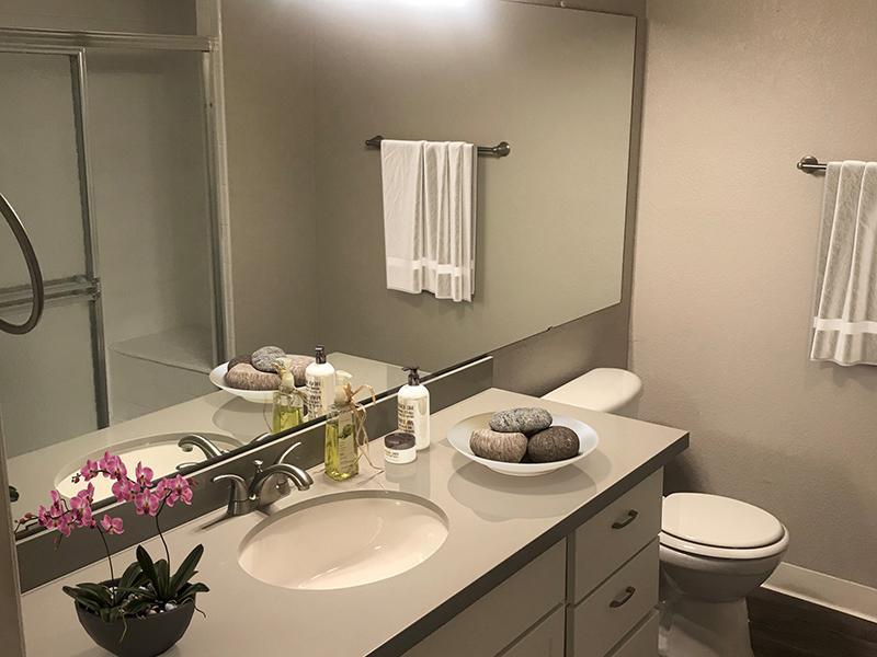 Bathroom   Talavera Apartments