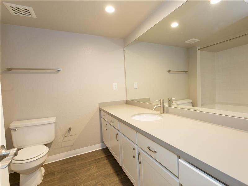 Bathroom   The Maddox