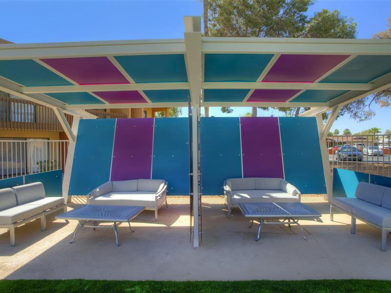 Outdoor Lounge | The Maddox