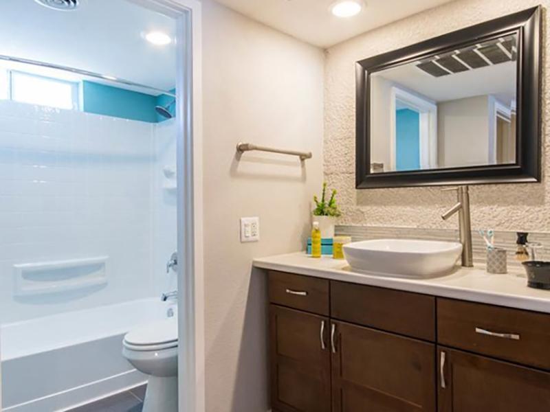 Bathroom | Bloom 24 Apartments