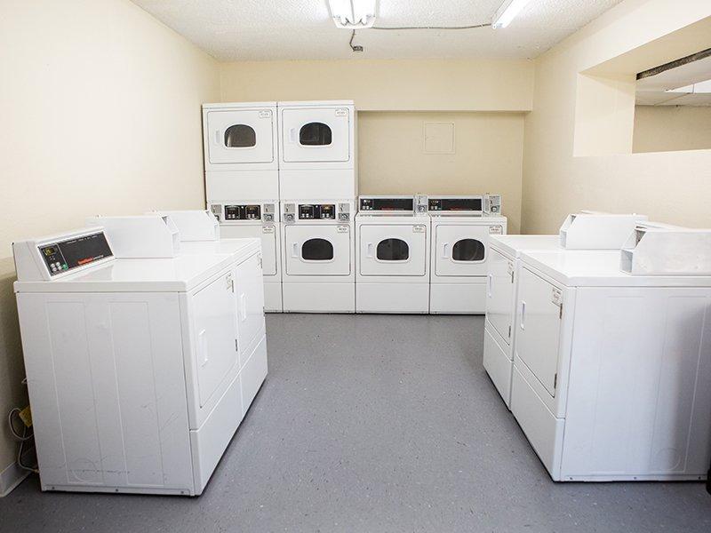 Laundry Facility | Vivo Mesa