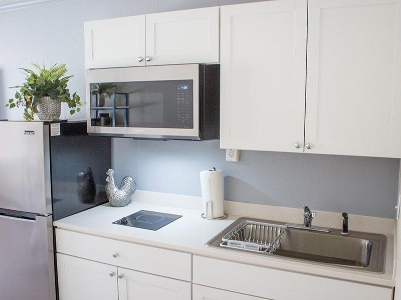 Model Fully Equipped Kitchen | Vivo Mesa