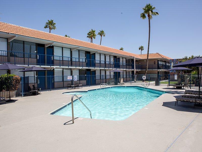Apartments with a Pool | Vivo Mesa