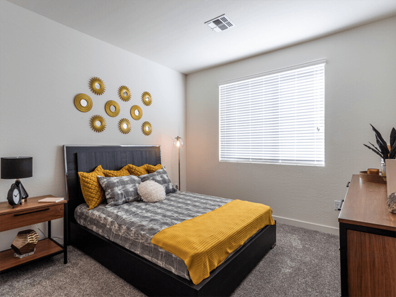 Bedroom | The Grayson on the Rail