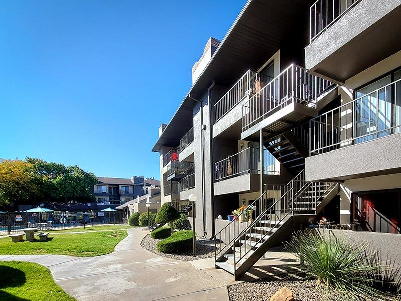 Exterior | Candlelight Square Apartments