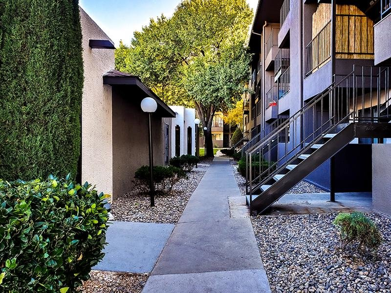 Walking Paths | Candlelight Square Apartments