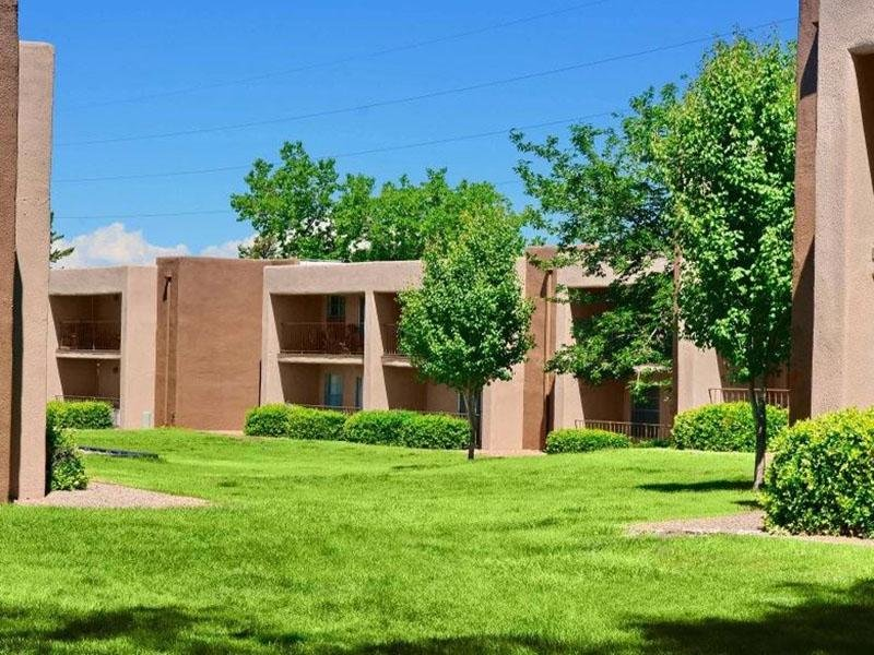Pet Friendly Courtyard| Indigo Park Apartments