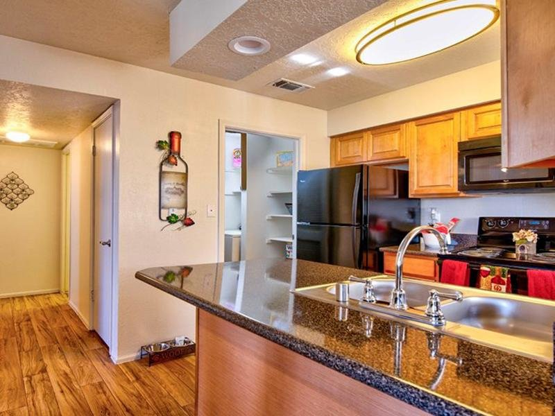 Kitchen | Oak Tree Park Apartments