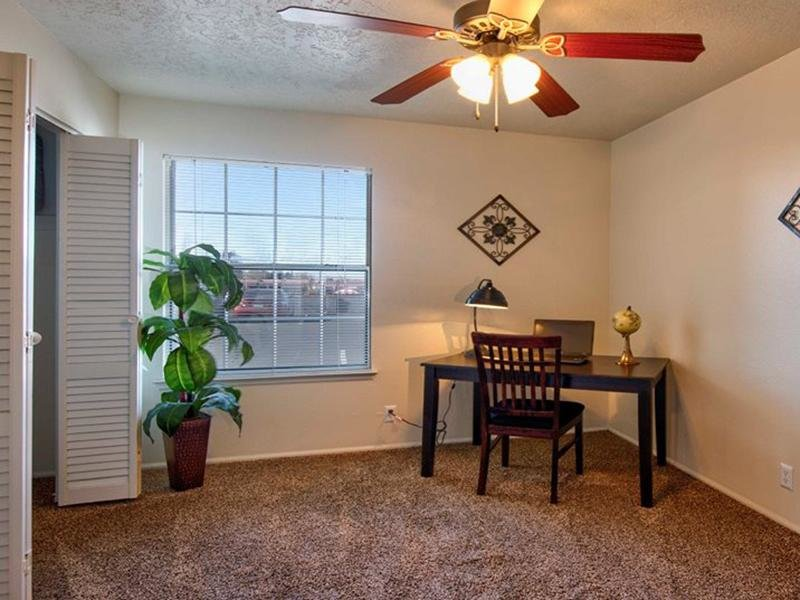 Room | Oak Tree Park Apartments