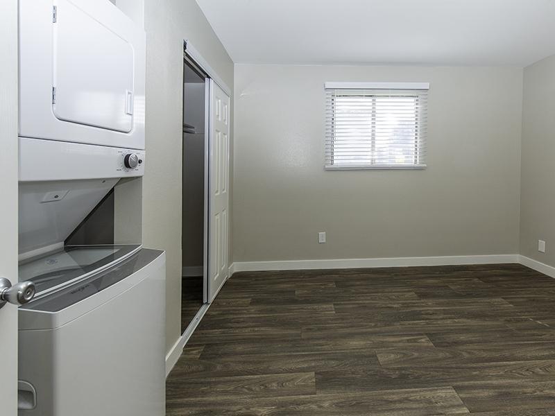Room | Apartments at Decker Lake