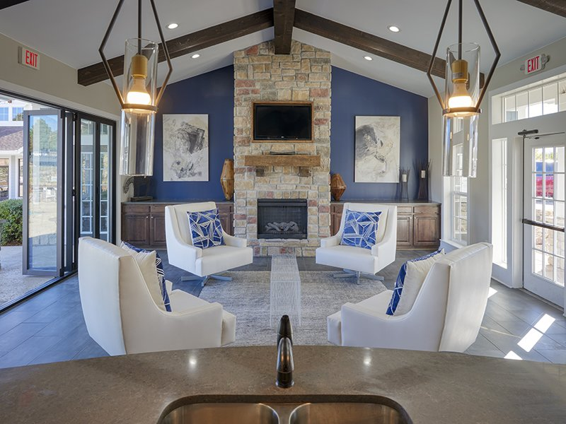 Clubhouse Lounge Area | Peaks at Woodmen Apartments in Colorado Springs, CO