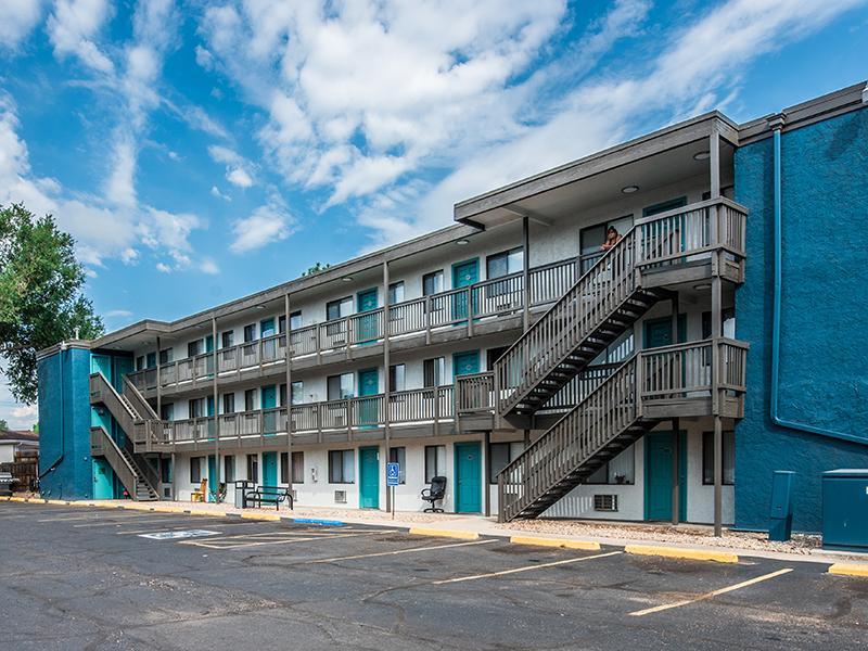 Building | Parkwood Plaza