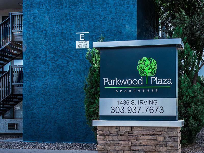 Sign | Parkwood Plaza