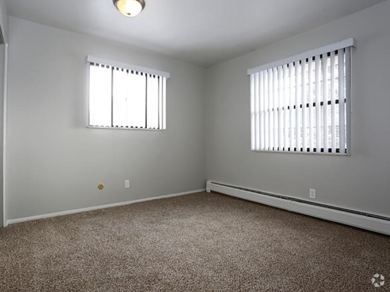 Carpeted Bedroom | Franklin Flats