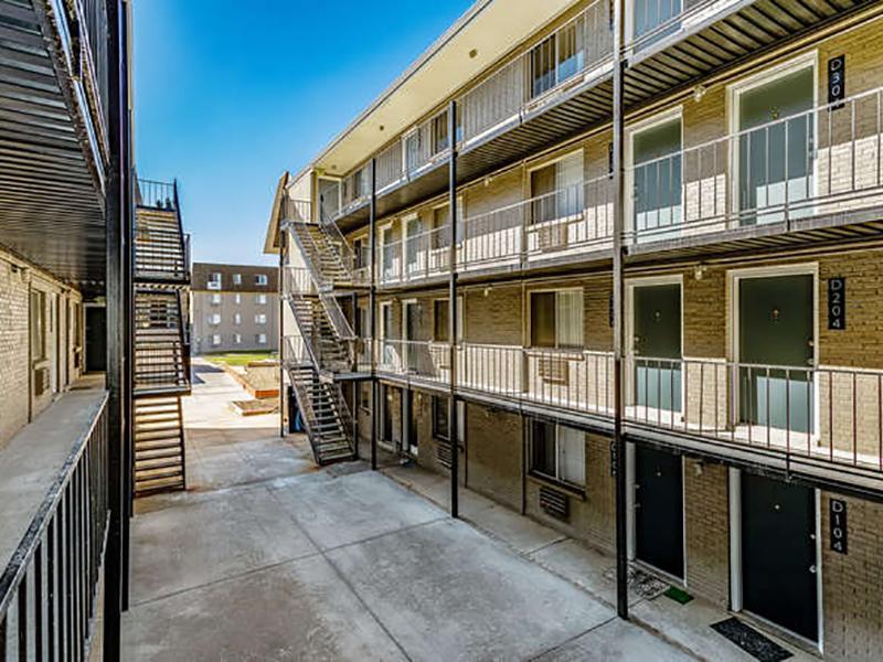 Exterior | Bridge Square Apartments