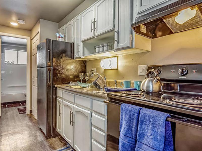 Kitchen | Bridge Square Apartments