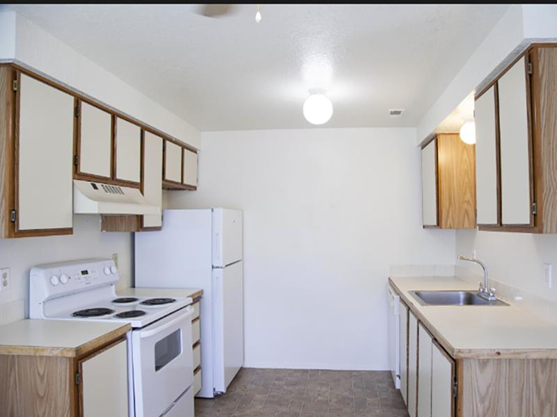 Fully Equipped Kitchen | Parkway Commons in UT