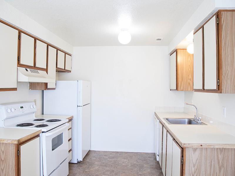 Kitchen | Parkway Commons in UT