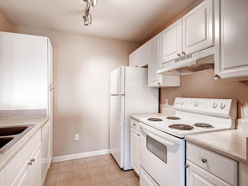 Kitchen   Apartments in Lakewood, CO