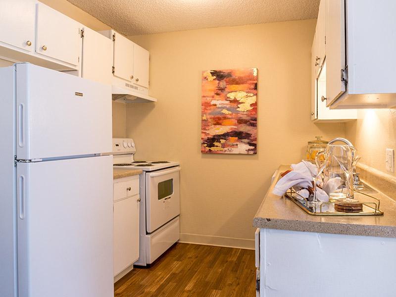 Apartment Kitchen | Timber Lodge Thornton Apartments