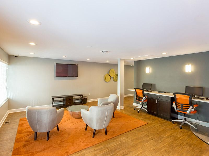 Clubhouse Lounge | Timber Lodge Apartments