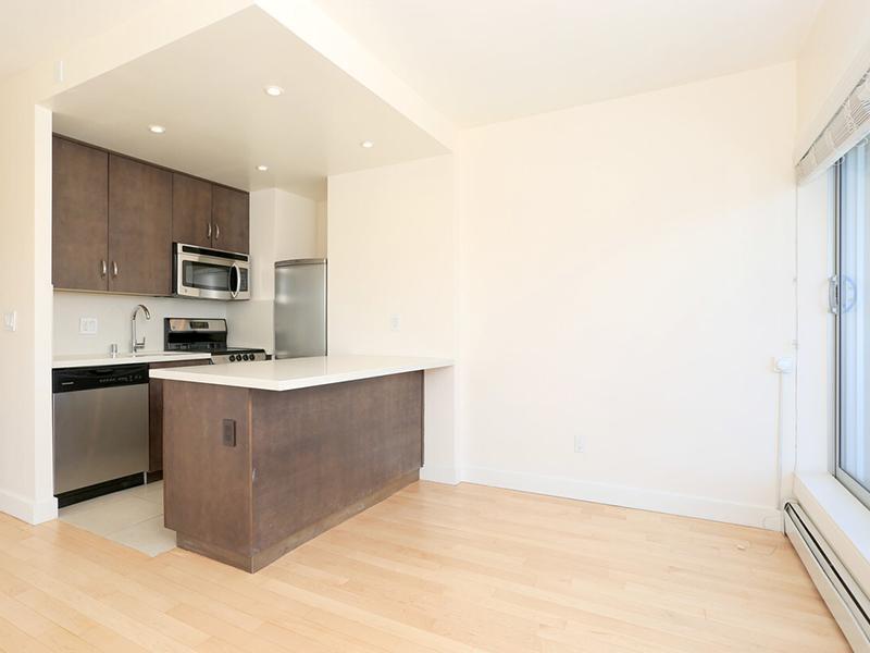 Kitchen | The Pinnacle at Nob Hill Apartments