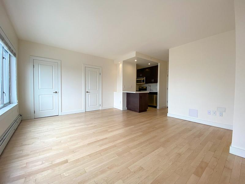 Living Room | The Pinnacle at Nob Hill Apartments