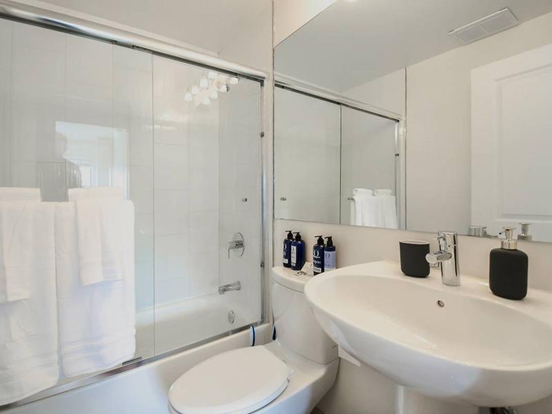 Bathroom | The Pinnacle at Nob Hill Apartments