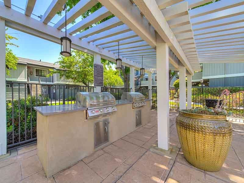 BBQ Grills | Parkside Commons Apartments