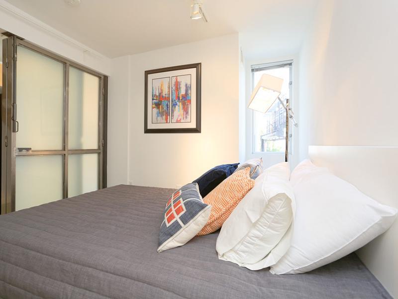 Bedroom | Glasdore Lofts Apartments