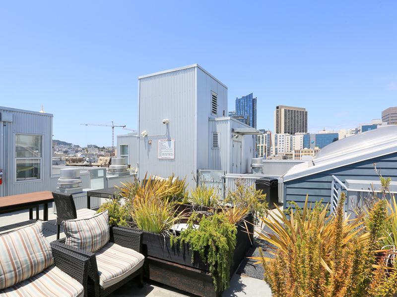 Rooftop Lounge | Glasdore Lofts