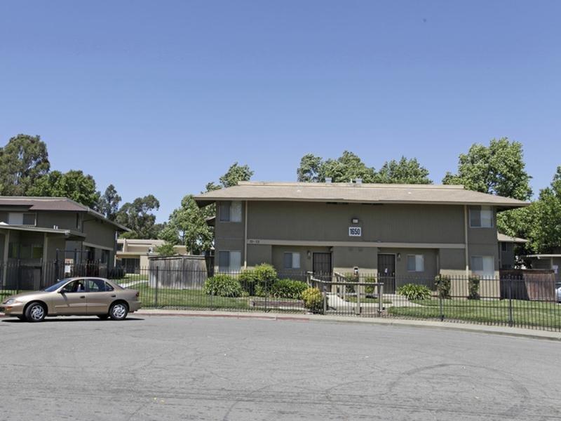 Exterior   Parkside Villa Apartments
