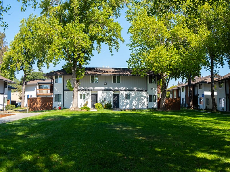 Beautiful Landscaping   Parkside Villa Apartments in Fairfield, CA