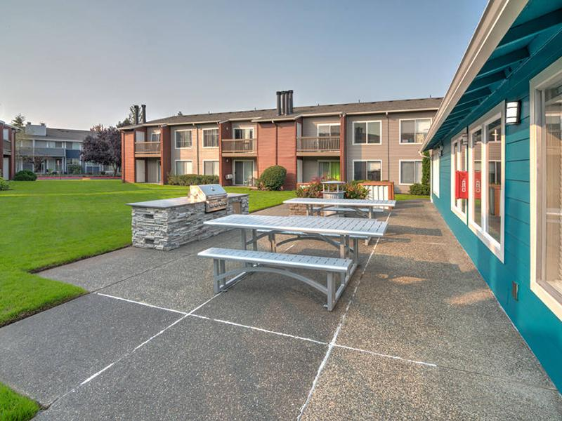 Picnic Area | Pointe East Apartments in Fife WA