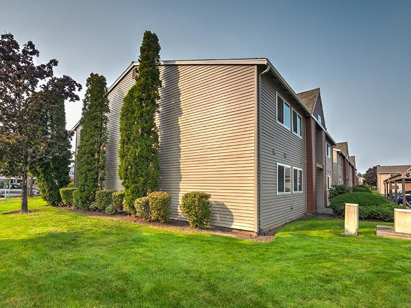 Exterior Apartment Building | Pointe East Apartments in Fife WA