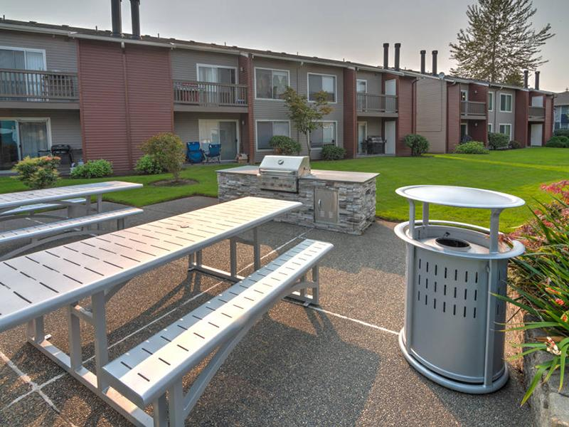 BBQ & Picnic Area | Pointe East Apartments