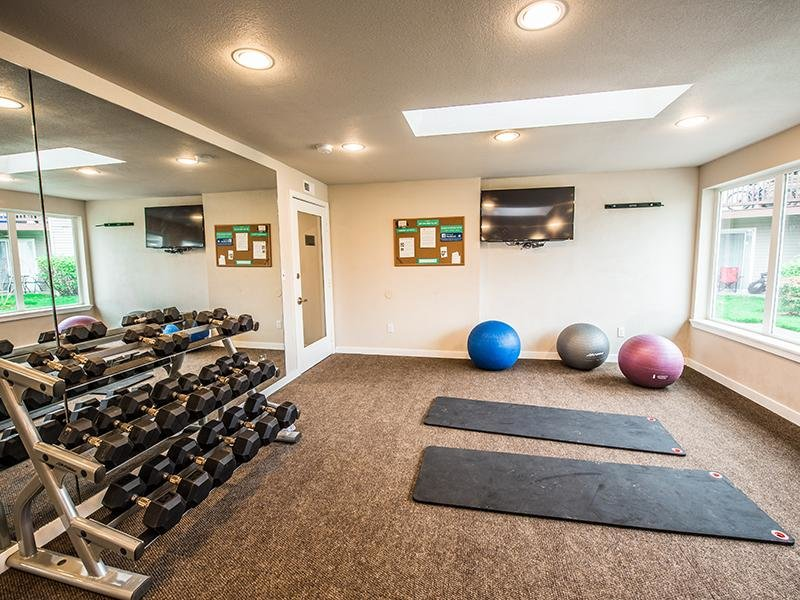 Community Fitness Center | Pointe East Fife Apartments