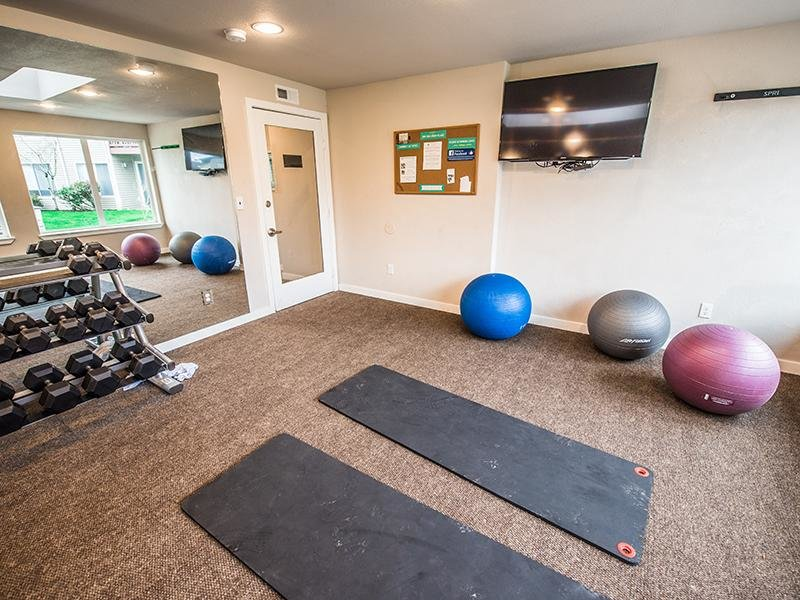Resident Gym | Pointe East Fife Apartments