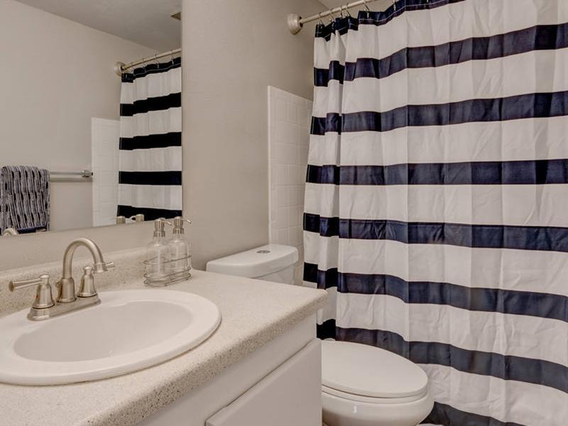 Bathroom | Magnolia Apartments