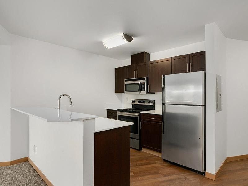 Fully Equipped Kitchen   999 Hiawatha